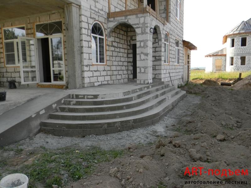 Бетонная уличная лестница